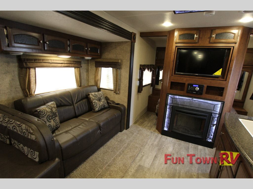 coachmen freedom express liberty edition travel trailer a rh funtownrvwaco com travel trailer with fireplace for sale jayco travel trailer with fireplace